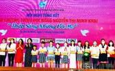 2020-2021學年阮氏明開助學金頒發儀式。(圖源:市黨部新聞網)