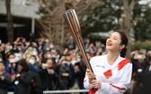東京奧運會聖火傳遞大使石原里美在奧運會火炬接力綵排中。(圖源:互聯網)