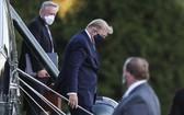 美國總統特朗普抵達沃爾特里德軍事醫院接受進一步治療。(圖源:EPA)