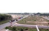 通往隆城機場項目的道路。(圖源:秋莊)