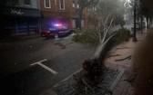 """颶風""""德爾塔""""襲擊美國路易斯安那州及附近地區,截至當地時間12日,已導致4人死亡,數十萬人遭遇斷電。(圖源:互聯網)"""