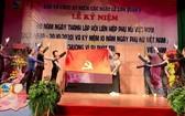 """""""90年越南婦女燦爛之花""""歌舞劇節目一瞥。"""