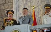 圖為出席閱兵式的朝鮮國務委員會委員長金正恩。(圖源:韓聯社)