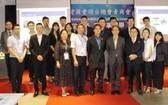 越南台青商會會長陳靜璿(前排右五)與貴賓和理監事合照留念。