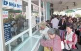 民眾在本市某醫院掛號診治病。