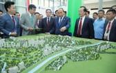 政府總理阮春福(中)出席2020年東盟(東協)智慧城市高級論壇與展覽。(圖源:懷英)