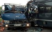 事故現場,兩車嚴重損壞,車頭變形,前面嚴重凹陷。(圖源:田升)
