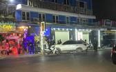 """職能力量對""""新廣場""""酒吧進行突擊檢查時門外現場。(圖源:德線)"""