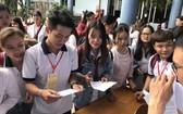 本市徵女王高中學校學生在參加課外活動。