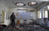阿富汗首都喀布爾大學內部受損的教室。(圖源:AFP)