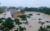 中部洪水颱風造成經濟損失約17萬億元,導致235人死亡及失蹤,逾20萬間住房被損壞。(圖源:越通社)