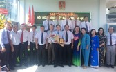 隆安省越中友好協會新屆執委合照。