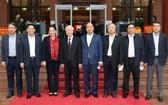 黨中央政治局成員出席會議。(圖源:越通社)