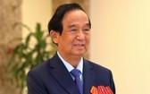 越南祖國陣線中央委員會主席團委員阮麟勇教授在會議上發言。