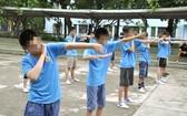在守德郡IVS寄宿學校戒除遊戲癮的學員。