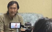 華人歌星、音樂家畢寶藤接受越南之聲廣播電台採訪。