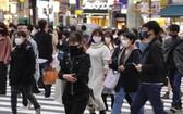 光是今年10月死於自殺的日本人數就超越全日本因新冠肺炎而死亡的人數,尤其對女性和學生的影響最顯著。圖為東京街頭一瞥。(圖源:EPA)