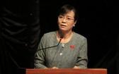 市人民議會原主席阮氏決心在與第二郡、守德郡選民接觸會上發言。(圖源:佐琳)