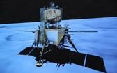 12月1日23時11分,嫦娥五號探測器成功著陸在月球正面西經51.8度、北緯43.1度附近的預選著陸區,並傳回著陸影像圖。(圖源:新華社)