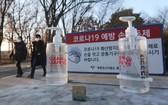 韓國近期爆發第三波疫情,當地政府宣佈取消1953年以來每年舉行的普信閣新年敲鐘儀式。(圖源:AP)