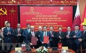 越南內務部同卡塔爾文化與體育部舉行有關青年領域合作備忘錄簽署儀式。(圖源:越通社)