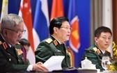 國防部長吳春歷大將(中)在會議上致開幕詞。(圖源:阮宏)