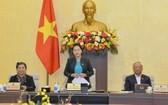 國會主席阮氏金銀(中)在會上致閉幕詞。(圖源:Quochoi.vn)