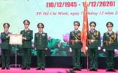 受國家主席的委託,陳丹上將向第七軍區武裝力量授予一等捍衛祖國勳章。(圖源:越通社)