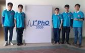 圖為我國參加2020年國際物理奧林匹克競賽的 5名學生團隊。(圖源:越通社)