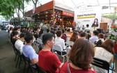 在本市阮文平書香街發佈新書。