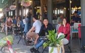 舊邑郡潘文治街一家咖啡館,客人大部分不戴口罩。