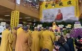 越南佛教中央委員會諸高僧大德前往向釋日修大和尚致祭。