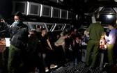 職能力量對Victory卡拉OK店進行突擊檢查時現場。(圖源:警方提供)