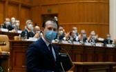 12月23日,在羅馬尼亞首都布加勒斯特,提名總理克楚在議會投票前發表講話。(圖源:新華社)