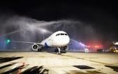越旅航空在新山一機場為首航班機舉行噴水柱儀式。(圖源:越通社)