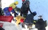 救援人員登山搜索失蹤者。(圖源:互聯網)