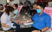 年輕人踴躍參與人道捐向。