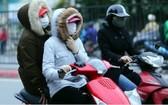受強勁冷空氣影響,河內市民外出都添置了厚衣。(圖源:互聯網)