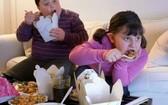 澳大利亞昆士蘭大學主導的一項新研究發現,頻繁攝入碳酸飲料和速食食品的青少年,更容易出現睡眠障礙問題。(示意圖源:互聯網)