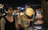 衝向交警執勤崗圖輕生的男子D.N.L(左一)。(圖源:CTV)