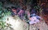一名男子被發現躺在樹叢的小徑邊昏迷不醒,疑遭野象攻擊受重傷。(圖源:春安)