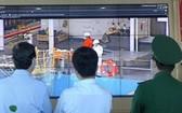 防疫工作團經監控視頻監察吉萊港的防疫工作。