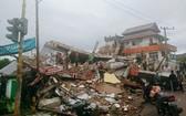 印尼國家災害應變總署指出,地震造成至少60戶民宅受損,數千人逃離家園避難。(圖源:AP)
