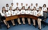 市經濟大學所屬學生關照與輔助處人員集體亮相。