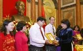 國家副主席接見永隆省先進模範代表團