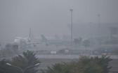 內牌機場濃霧瀰漫,使多個航班延誤或轉降在其他機場。(圖源:Zing)