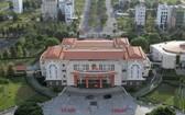 從高處俯瞰的守德市人委會辦公廳。(圖源:TNO)