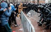 俄羅斯莫斯科納瓦爾尼支持者發動示威與警員發生衝突。(圖源:路透社)