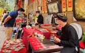 越南仍在舉行春節慶祝活動,每個人都遵守防疫規定。(圖源:意鈴)
