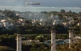 毛里求斯路易港的一座火力發電廠正造成這個印度洋島嶼的溫室氣體排放。(圖源:UNDP)